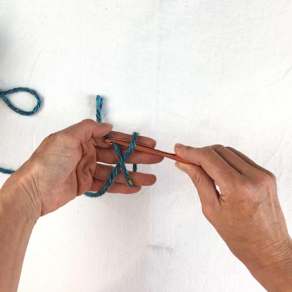 insert hook under yarn